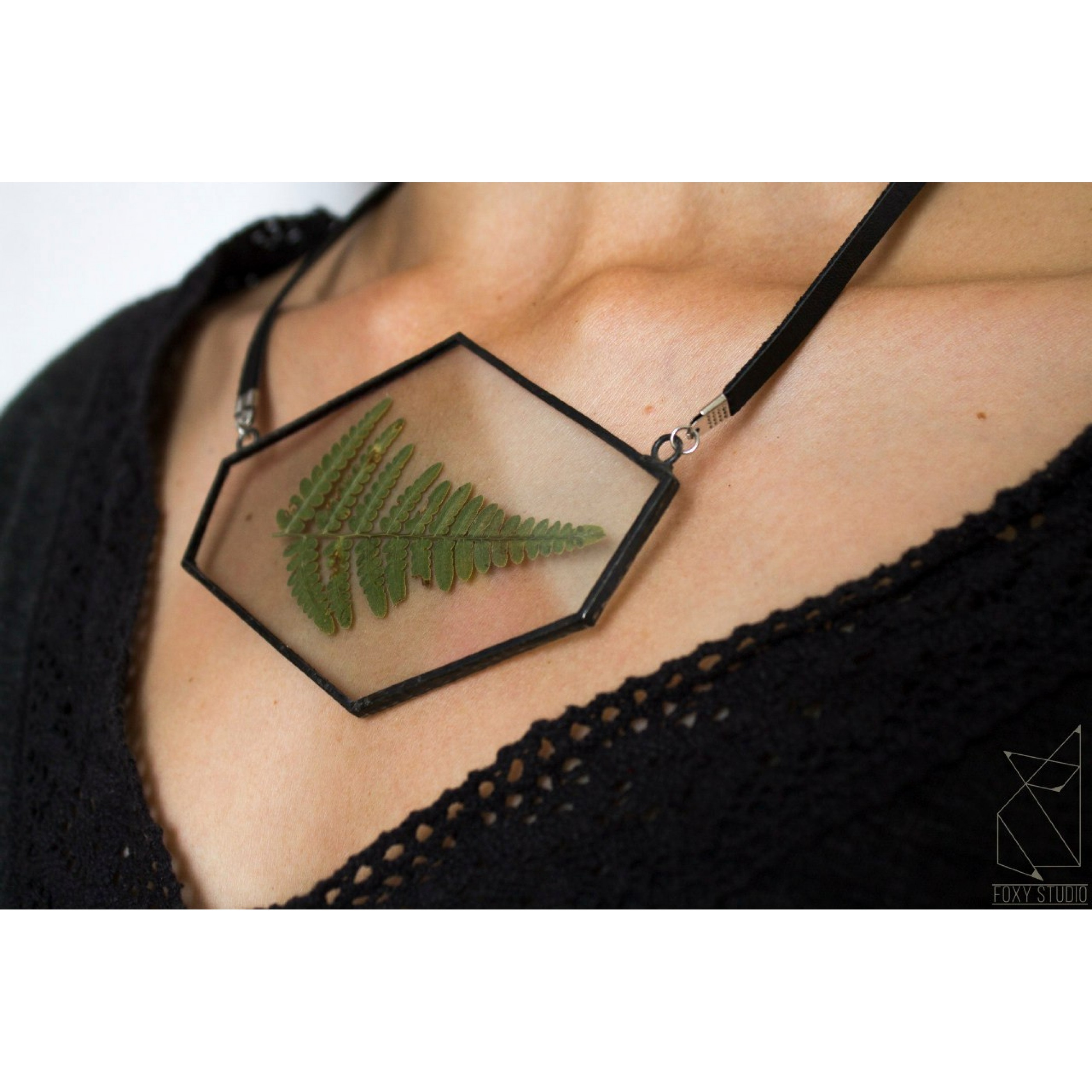 FOXY STUDIO Pendant with Leaf
